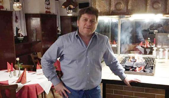 """Bild Theo - Inhaber der Restaurants """"Zum Rathaus"""""""
